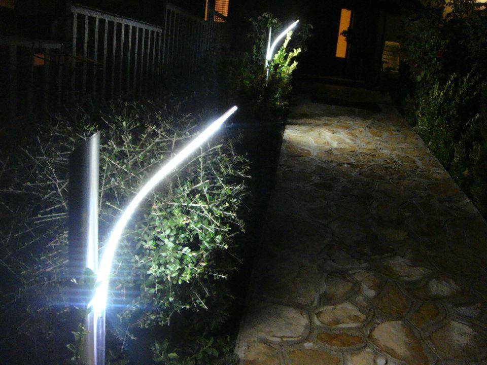 Illuminazione vialetti in giardini ed ingressi a led - Lampade da giardino da terra ...
