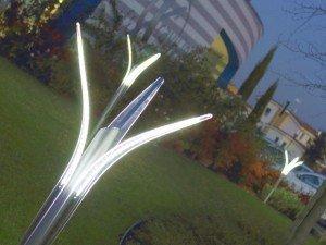 Illuminazione giardino a luci led da esterno di design for Lampade a led per interni prezzi