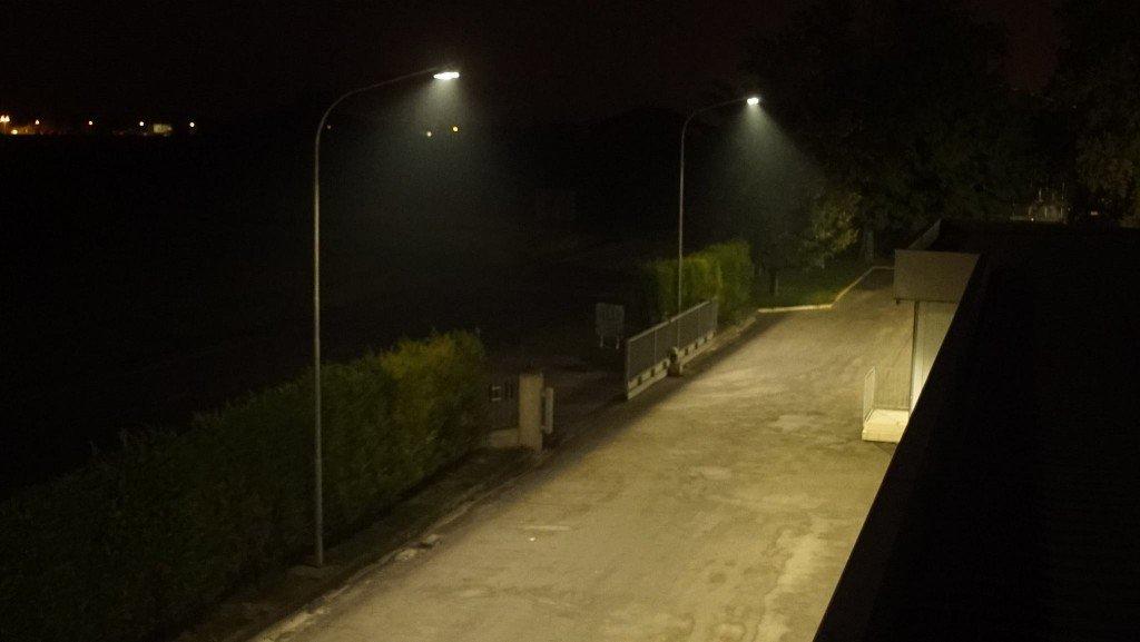 lampioni solari ingresso illuminato