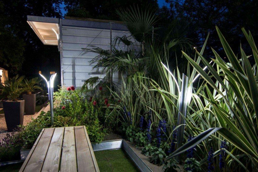 Illuminazione giardino a luci led da esterno di design for Luci led per casa