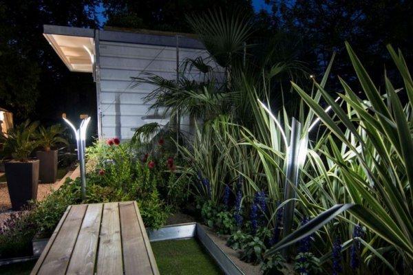 Illuminazione giardino a luci led da esterno di design - Giardino moderno design ...