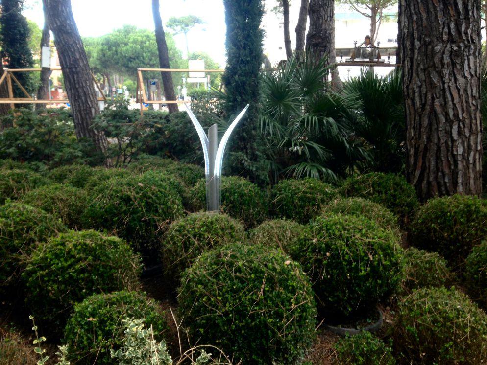 Lampioncini da esterno in cespugli giardino - Lampioni da giardino fotovoltaici ...