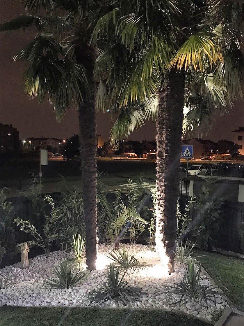 Faretto da giardino con picchetto a led illuminazione for Elementi da giardino