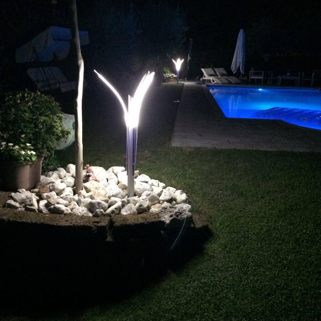 Idee per illuminare il giardino free lampade luminose g - Illuminare il giardino ...