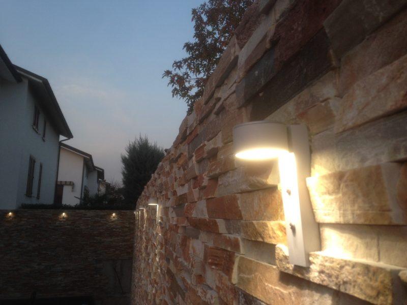 Faretti led per illuminazione parete in pietra for Faretti da parete